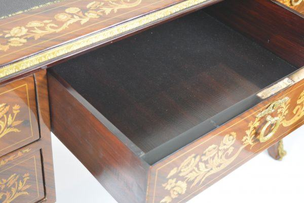 Baroco stiliaus rašomasis stalas