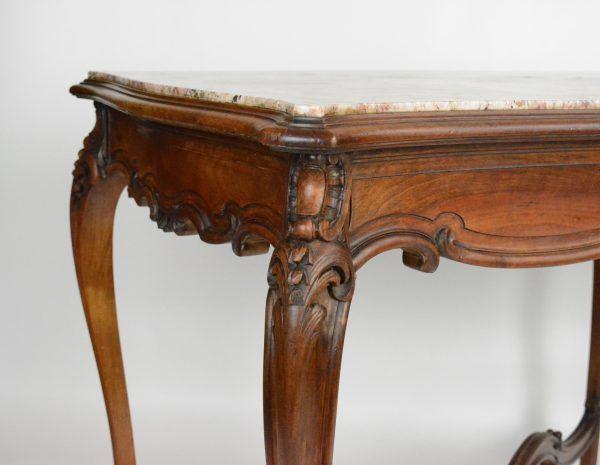 Antikvarinis rokoko stiliaus riešutmedžio stalas 19 a. pab.