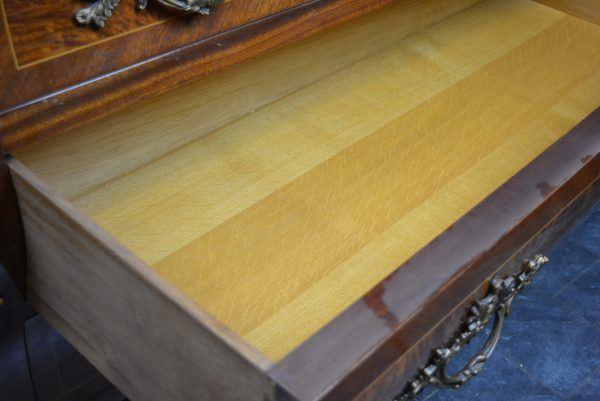 Baroko stiliaus antikvarinė komoda