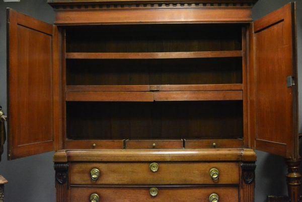 Ąžuolinė klasicizmo stiliaus spinta 18 a. pab.