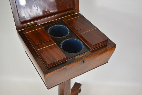 Angliškas arbatos staliukas 19 a. pab.
