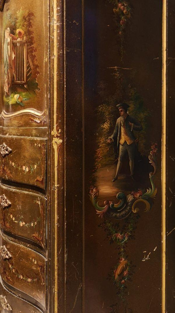Marijos Antuanetės  stiliumi puoštas sekreteras