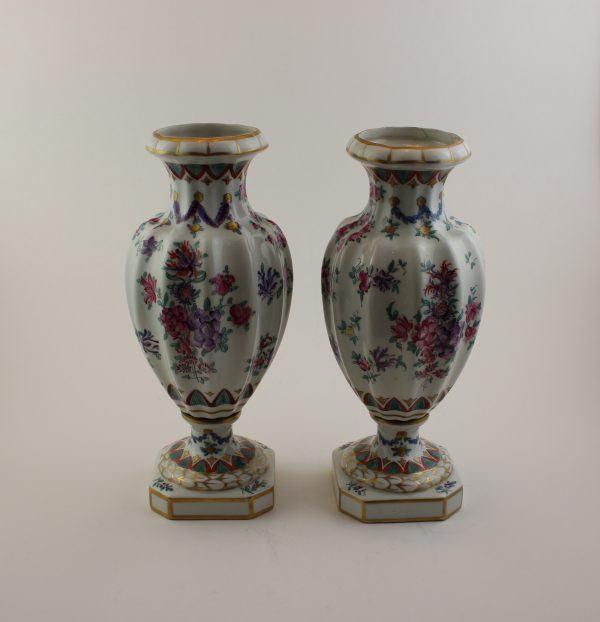 Porcelianinių vazų pora