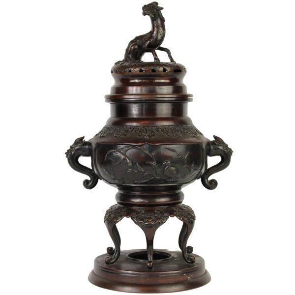 Kinietiška bronzinė smilkalinė vaza