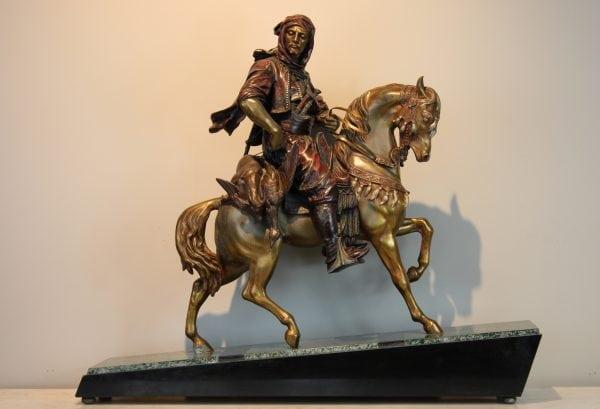 Bronzine skulptura Arabas ant zirgo