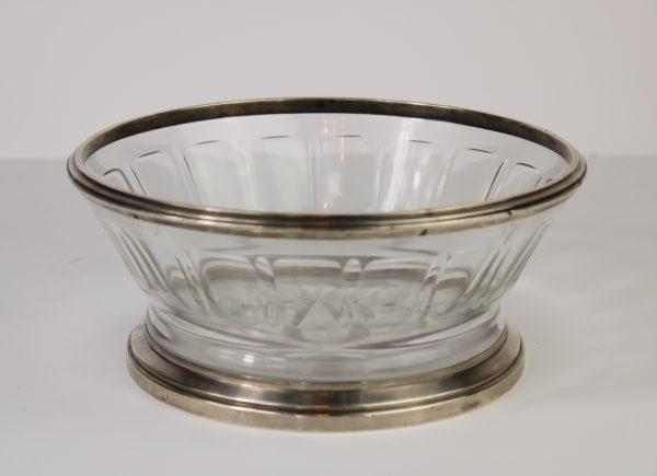 Skaidraus kristolo vaza su sidabriniu ziedu