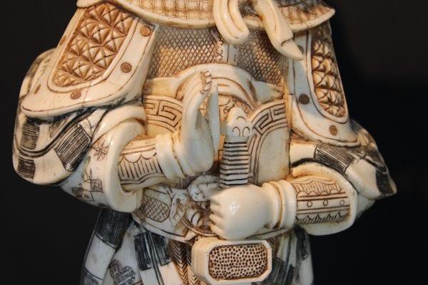 Skulptura Samurajus su berkutu