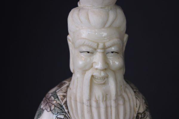 Kiniskų kaulo figureliu pora