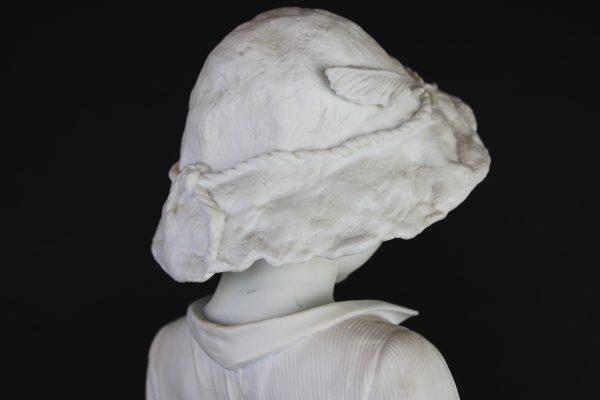 """Porceliano biskvito skulptūra """"Berniukas su varle"""""""