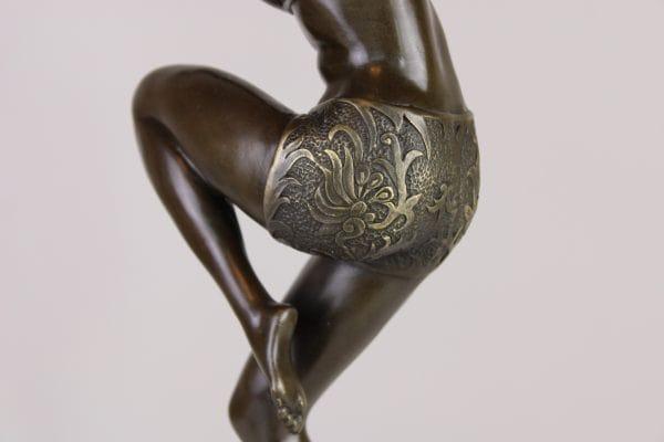 """Bronzinė Art Deco  skulptūra """"Šokanti mergina"""""""