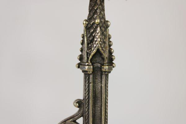 Neogotikos stiliaus pasidabruotų žvakidžių pora