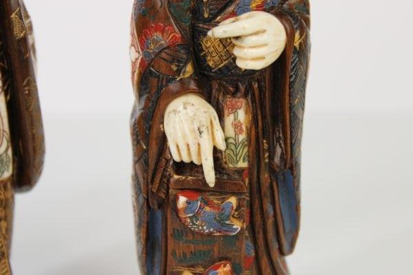 Japoniskos raudonmedzio ir kaulo skulptureles