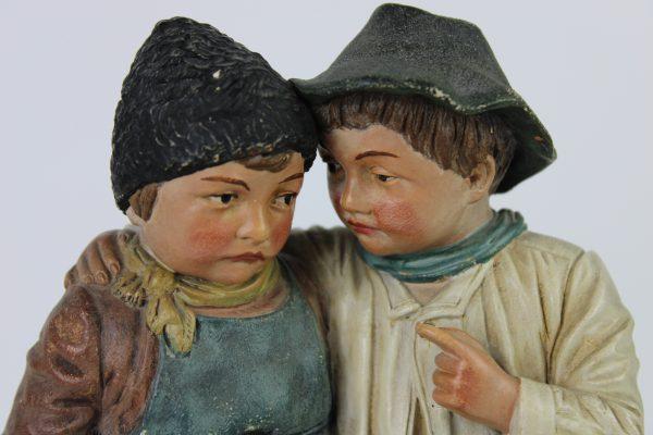 Terakotos skulptura Du vaikai