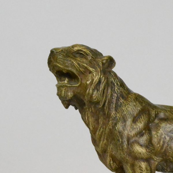 "J. Hesteau skulptūra ""Riaumojantis tigras"""