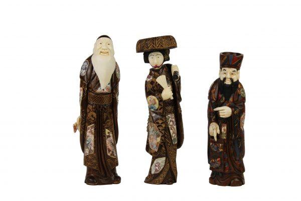 Japoniškos raudonmedžio ir kaulo skulptūrėlės