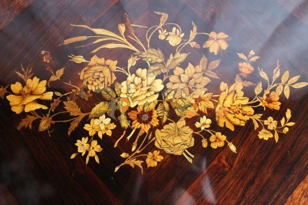 Rococo stiliaus rašomasis stalas 19 a. pab.