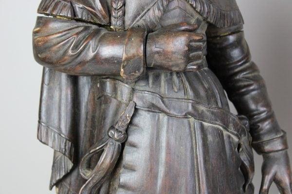 Medinių antikvarinių skulptūrų pora