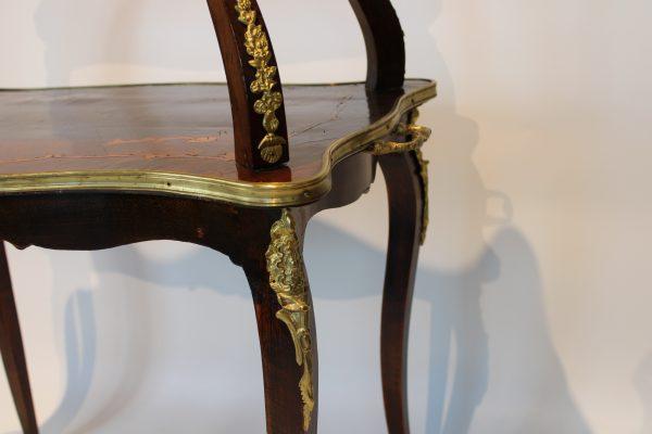 Liudviko XV-ojo stiliaus dviejų aukštų staliukas