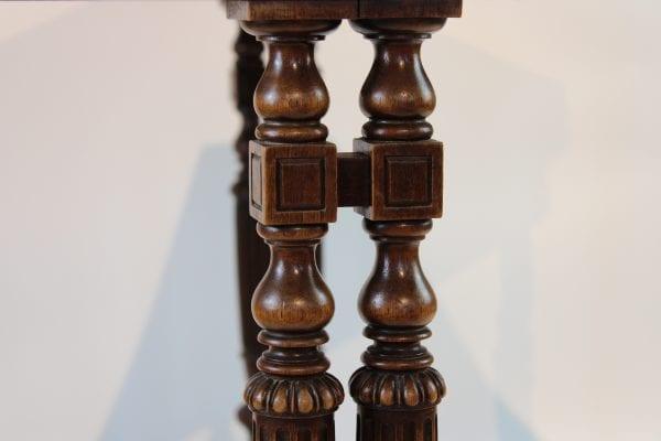 Antikvarinis 19a.pab. riešutmedžio staliukas