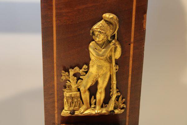 Ampyro stiliaus raudonmedžio veidrodis