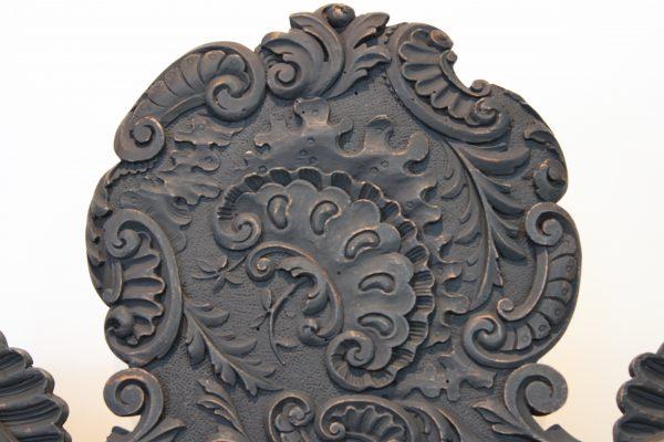 Renesanso stiliaus riešutmedžio krėslas
