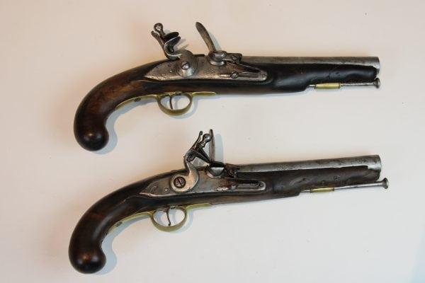 Antikvarinių šaunamųjų ginklų pora