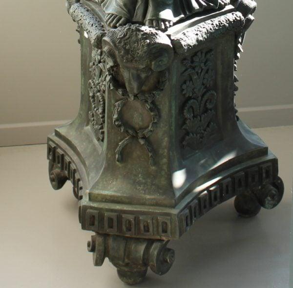 Louis XVI stiliaus žalvario kolona