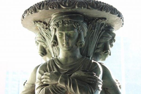 Louis XVI stiliaus dekoratyvi žalvario kolona