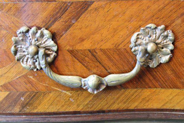 Rococo stiliaus komoda 19 a. pab.