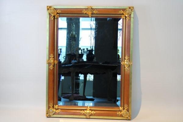 Antikvarinis riešutmedžio veidrodis