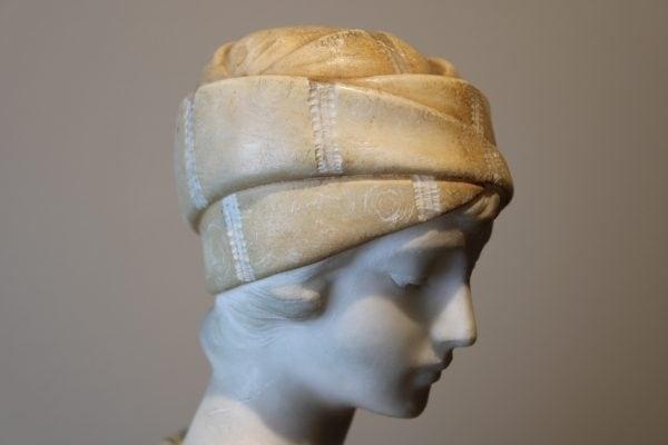 """Antikvarinė alebastro skulptūra """"Moteris su ąsočiu"""""""