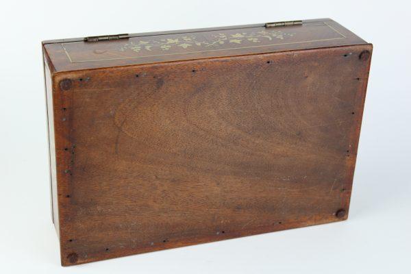 Raudonmedžio dėžutė 20 a. pr.