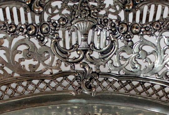 Rococo stiliaus antikvarinė sidabrinė lėkštė 19 a. pab.