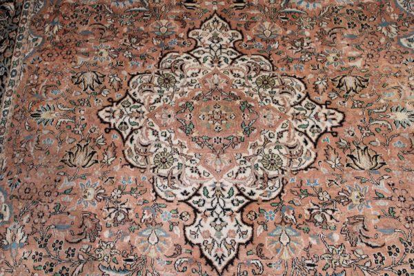 Indiškas rankų darbo šilkinis Kashmir kilimas 274 cm. x 180 cm.