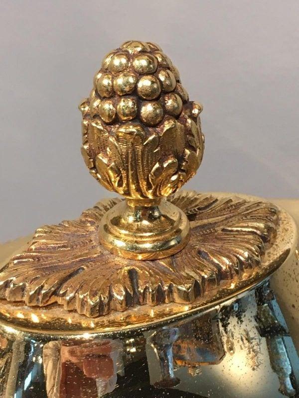Auksuota klasicistinio stiliaus stalo lėkštė su padėklu