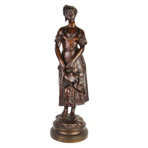 """Anatole J. Guillot bronzinė skulptūra """"Moteris su ąsočiu"""" 19 a. pab."""