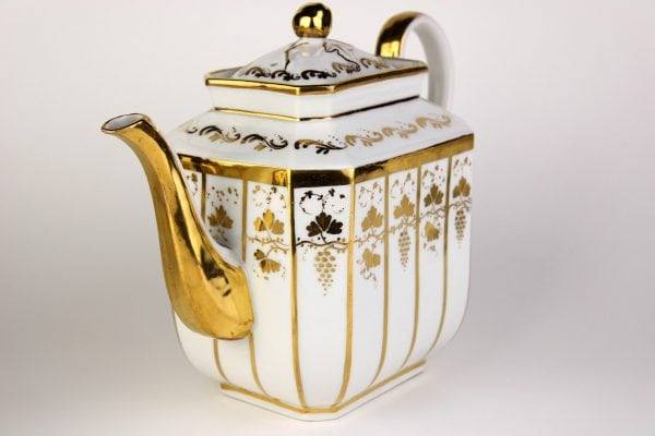 Porcelianinis kavos ir arbatos servizas 19 a. pab.