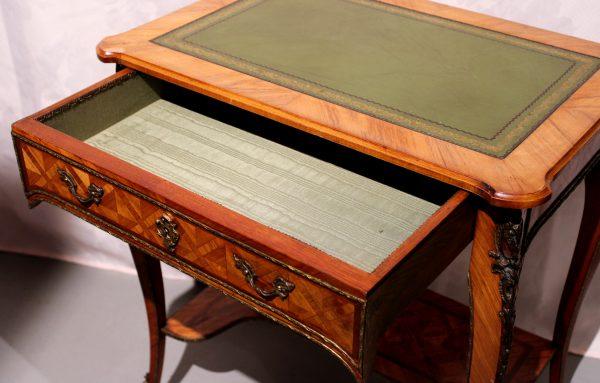 Rococo stiliaus rašomasis staliukas 19 a. pab.
