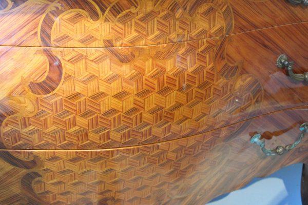 Antikvarinė Rococo stiliaus komoda