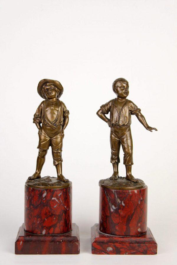 """Bronzinės skulptūros """"Vaikai"""" 19 a. pab."""