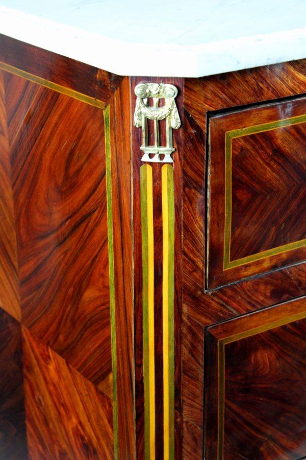 Liudviko XVI-ojo stiliaus komoda 18 a. pab.