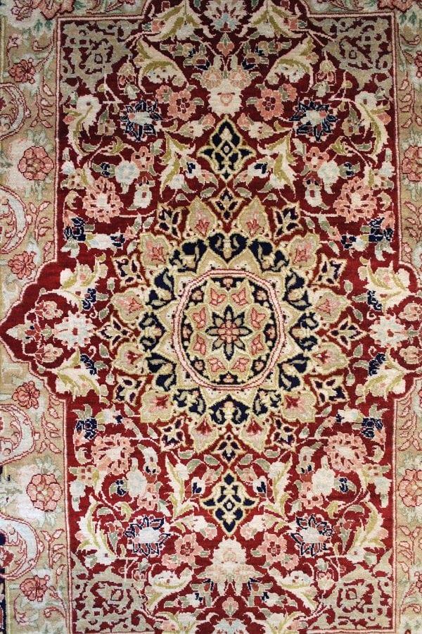 Rankų darbo šilkinis Qum kilimas 94 x 60