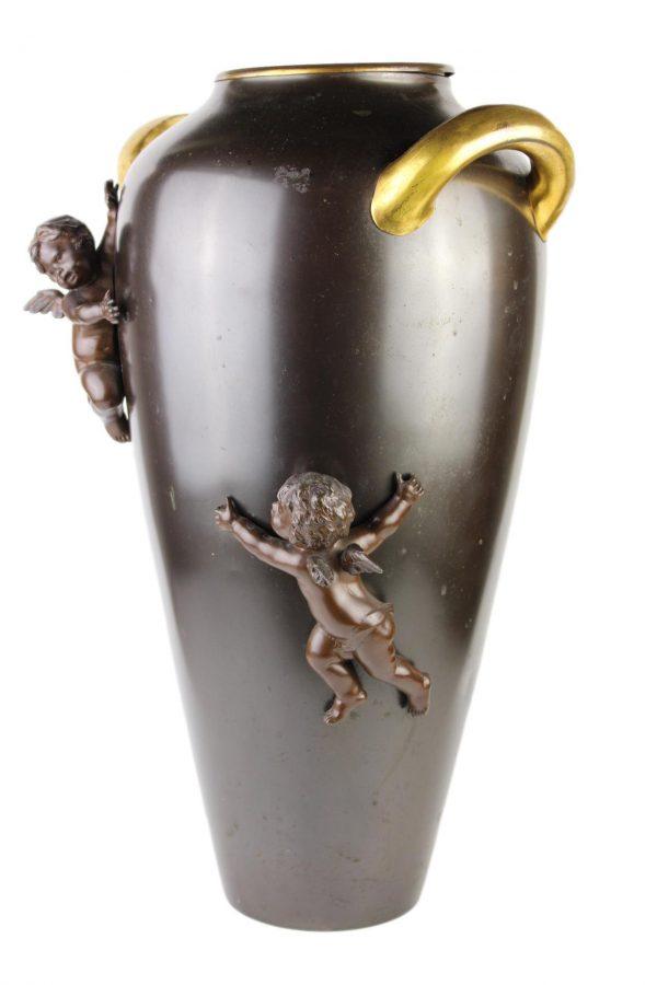 Žalvarinė vaza su angeliukais
