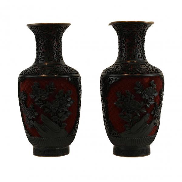 Kiniškos cinoberio vazos 20 a. pab.