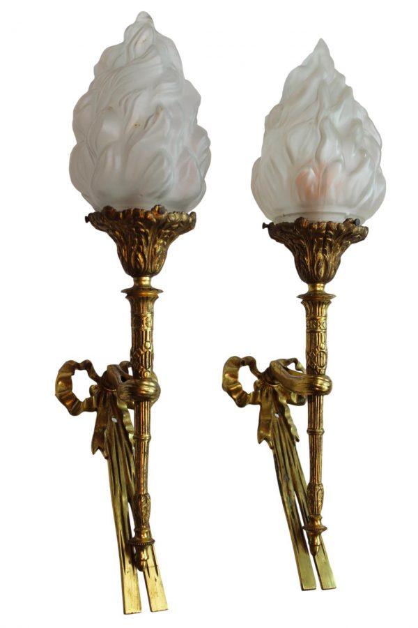 Liudviko XVI-jo stiliaus sieninių šviestuvų pora