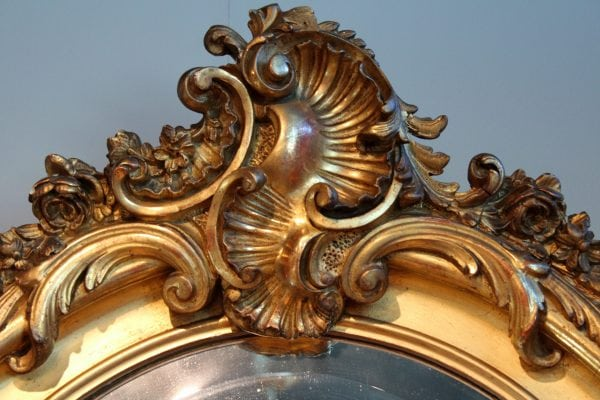 Auksuotas rococo stiliaus veidrodis