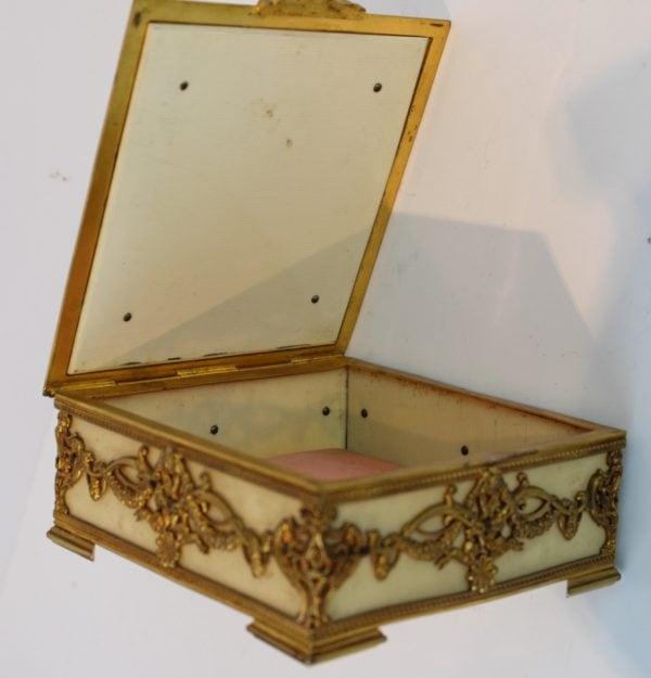 Antikvarinė paauksuota Liudviko XVI stiliaus dėžutė