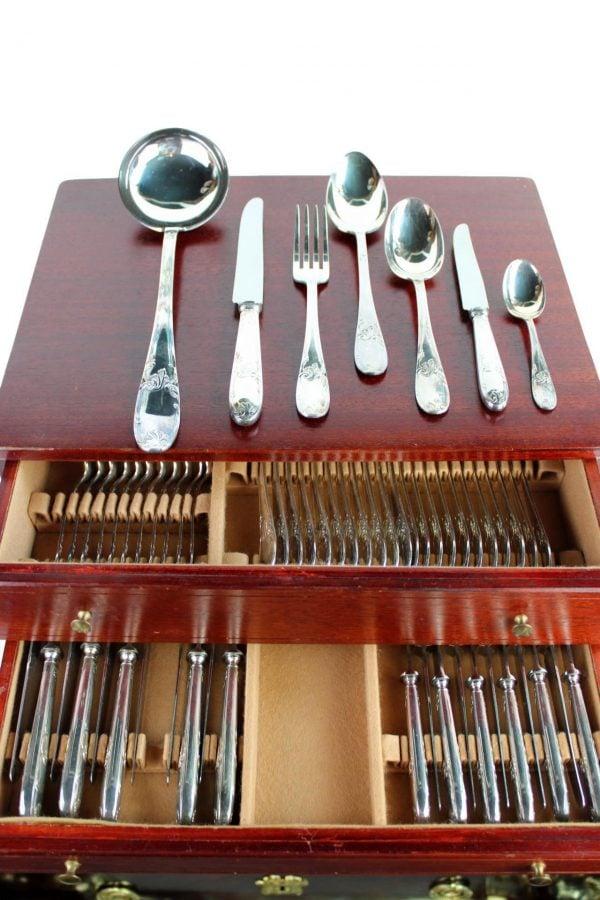 Pasidabruotų stalo įrankių rinkinys