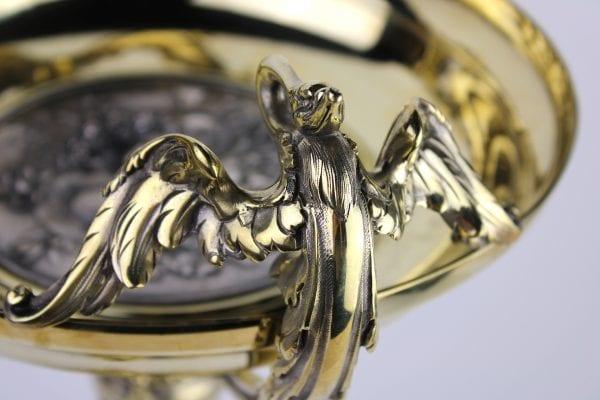 T. Hingre pasidabruota bronzinė stalo lėkštė