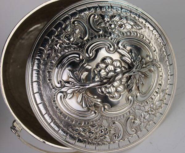Antikvarinė sidabrinė saldaininė